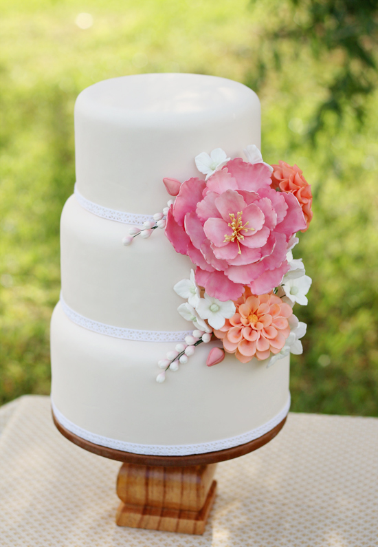 sugar-flowers-wedding-cake