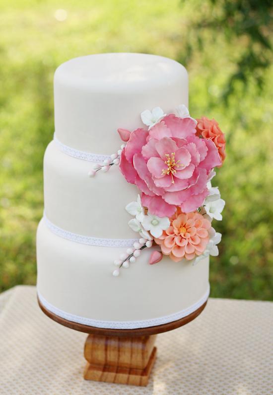 sugar-flowers-wedding-cake