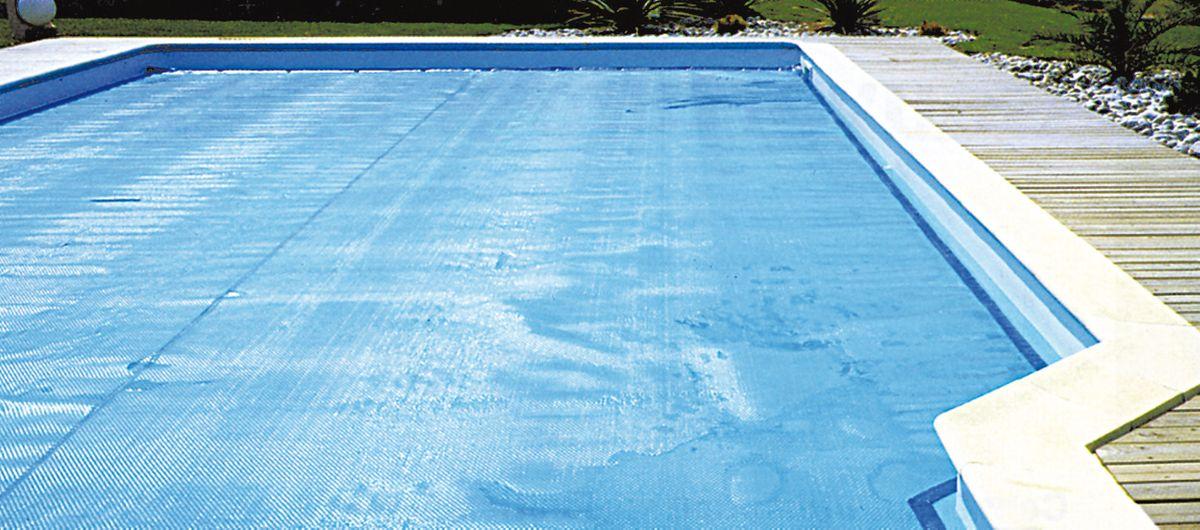 bache solaire a bulles pour piscine rectangulaire enterree 7 x 3 m