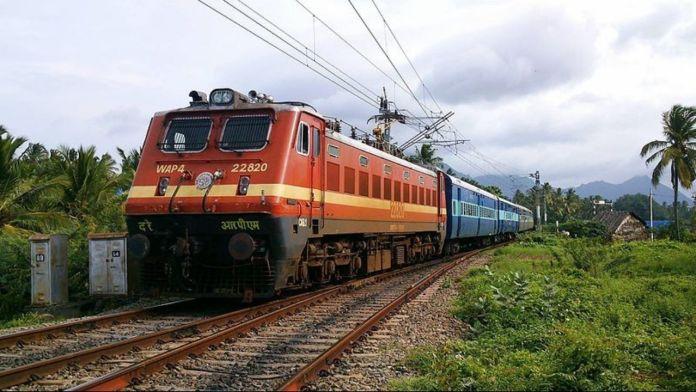 Navratri gifts to passengers, Garhi Mahasar navratri mela, Garhi Mahasar, Mata Mandir, Navratri, Indian Railway , Holi Special Trains, Special Trains, BKN FESTIVAL SPL (02457) , DELHI SARAI ROHILLA to BIKANER JN Station,