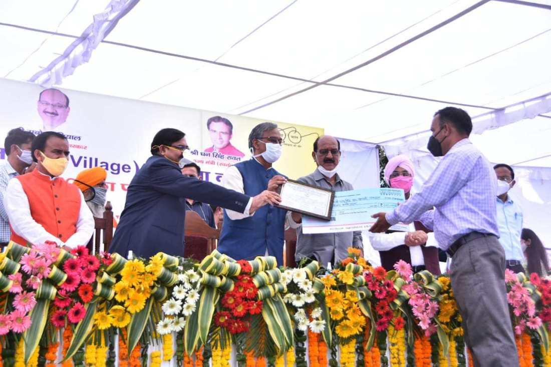 जैविक खेती उत्तराखण्ड की विशेषता है, जिसे बढ़ावा दिया जाना चाहिए-मुख्यमंत्री त्रिवेन्द्र सिंह रावत, 04 लाख किसानों को दिया गया ब्याजमुक्त ऋण-सहकारिता मंत्री धनसिंह रावत 2