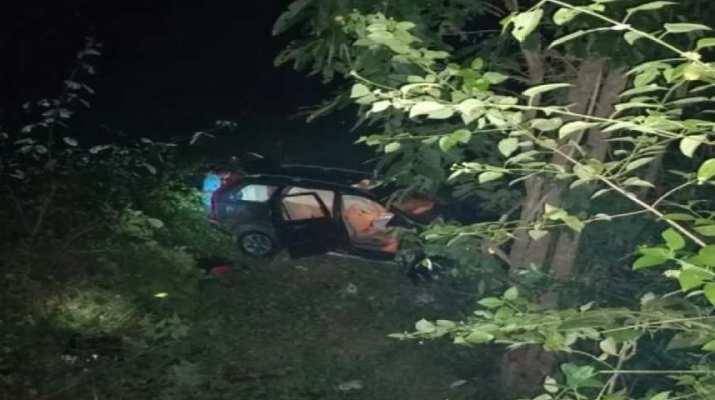 पौड़ी जिले के रिखणीखाल में गुरुवार देर रात हुए बड़ा हादसा, दो लोगों की मौके पर हुई मौत, तीन घायल 1