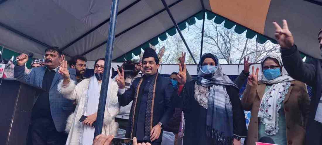 "Jammu & Kashmir: Warmly Received by Enthusiastic workers and public amidst sloganeering like ""Shanawaz zindabaad Modi Zindabaad, BJP zindabaad"" 4"