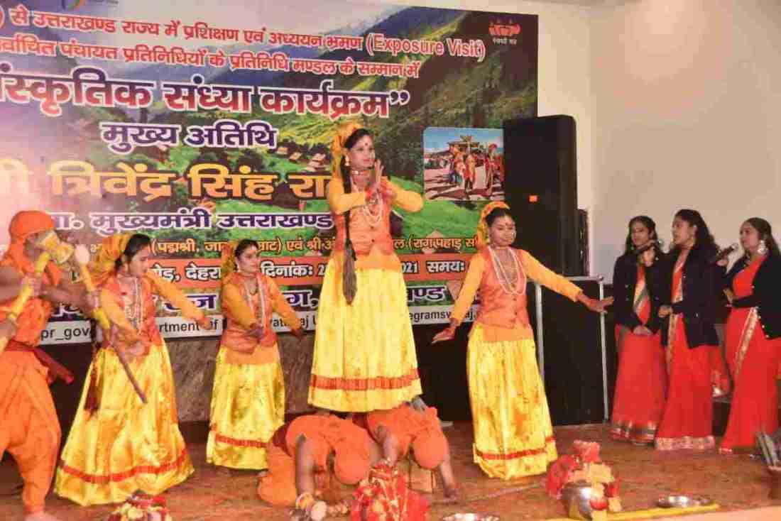 प्रशिक्षण एवं अध्ययन भ्रमण पर आये जम्मू कश्मीर के निर्वाचित पंचायत प्रतिनिधियों का मुख्यमंत्री त्रिवेन्द्र सिंह रावत ने किया स्वागत 5