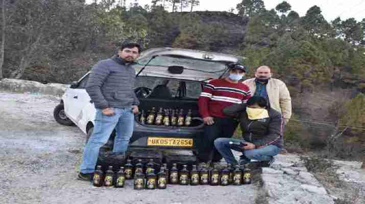 पिथौरागढ: आबकारी विभाग की बडी़ कार्यवाही, हरियाणा ब्रांड की शराब के साथ 01 अभियुक्त मय वाहन गिरफ़्तार 1