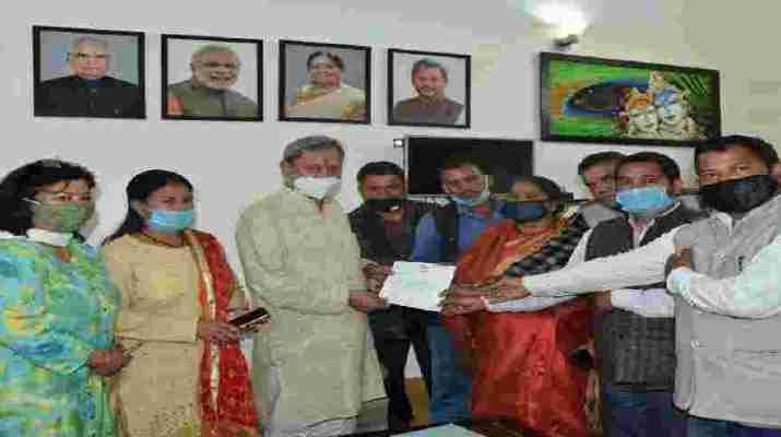 मुख्यमंत्री ने पूरी की नंदप्रयाग घाट क्षेत्र के ग्रामीणों की मुराद, नंदप्रयाग घाट मोटर मार्ग को डेढ़ लेन करने की मुख्यमंत्री ने की घोषणा 1