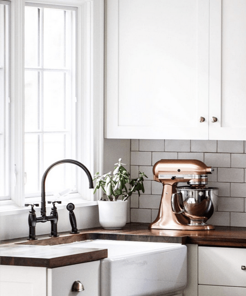 Inspiration: black kitchen accents | Hello Victoria