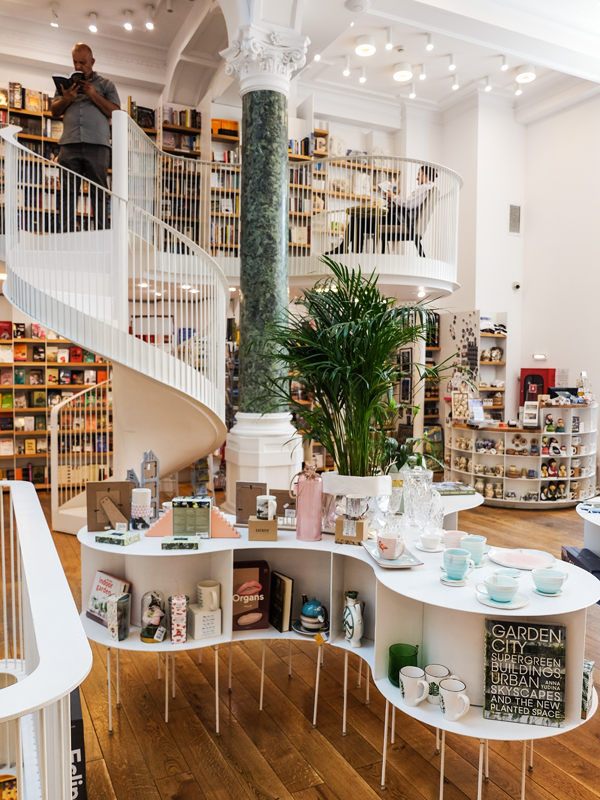 Carturesti Carusel bookstore in Bucharest | Hello Victoria