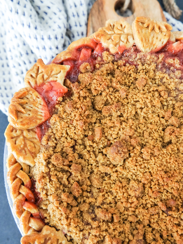 Strawberry rhubarb crumble pie | Hello Victoria