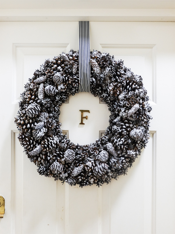 DIY snowy pinecone Christmas wreath | Hello Victoria