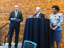 Helmholtz-Pressefrühstück auf der AAAS 2012 in Vancouver: Thomas Gazlig, Jürgen Mlynek, Indira Samarasekera (Präsidentin der University of Alberta). Foto: Helmholtz-Gemeinschaft