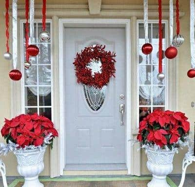 stunning-christmas-front-door-decor-ideas-16