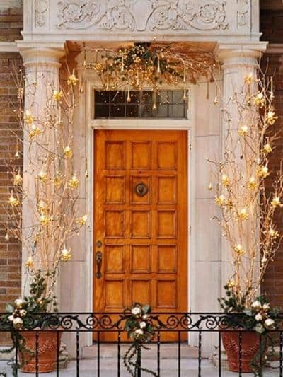 stunning-christmas-front-door-decor-ideas-24