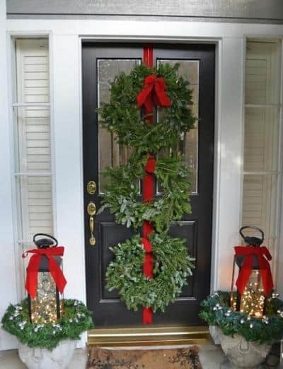 stunning-christmas-front-door-decor-ideas-30