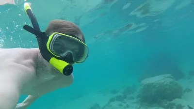 VINI SIM card French Polynesia, how to have mobile internet in Tahiti? : Underwater snorkeling picture in Tahiti lagoon shared on mobile internet with VINI travel SIM card French Polynesia