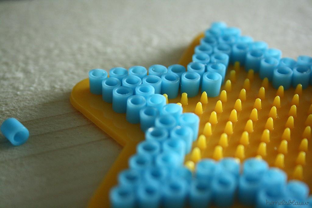 strijkkralen op grondplaat in de vorm van een sterretje dooir hemelsblauw