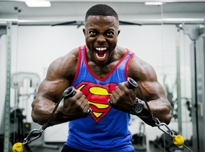 réussir-ses-études-bodybuilder-confiant