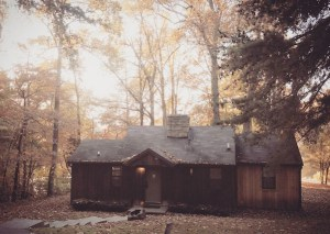 A oczy cabin nestled beside scenic during the autumn months.