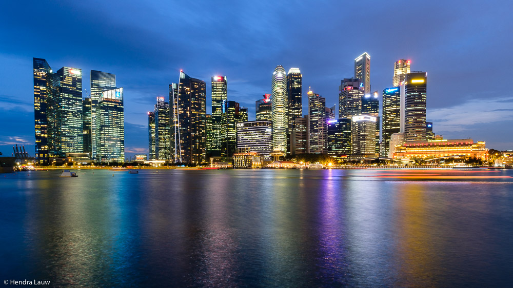 Singapore Skyline in Marina Bay 2017 by Hendra Lauw