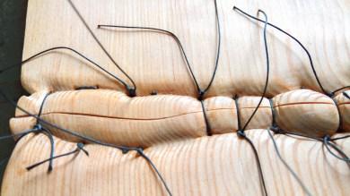 legno di larice e filo da sutura (150x15x3 cm)