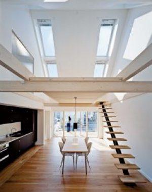 Henke Dachfenster für Rinteln - Velux - Die neue Größe des Schwingfensters sorgt mit einer Länge von 180 cm für mehr Lichteinfall und Ausblick