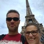 Te voet hartje Parijs introduceren aan tienerdochters…en reality check in voorsteden