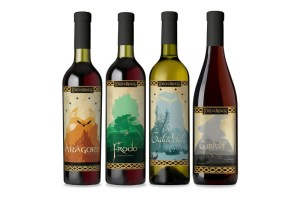 lotrwine1 300x200 Властелин Колец   коллекция вин!