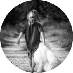 Voor jezelf opkomen - Meisje met beer gaat eigen weg