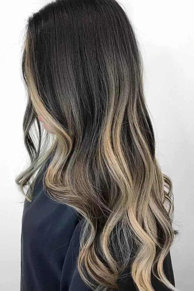 brunette-hair-ideas-long-layered-blonde-wavy