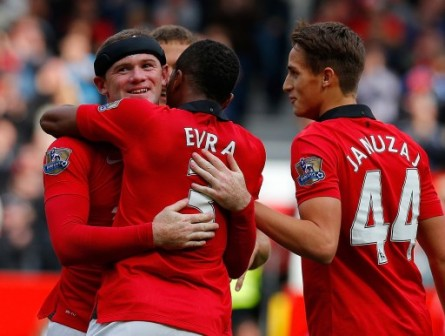 Rooney-with-black-head-band-celebrate-with-Evra-445x336