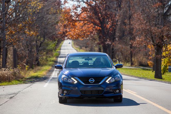 2016-Nissan-Altima-SR-front-end-headlight