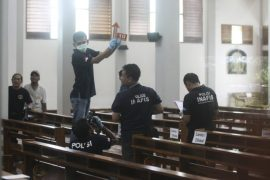 Forensics on sight following church attack by sword maniac