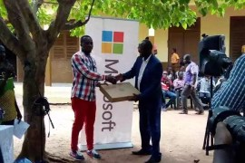 teacher gets award from microsoft