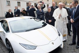 pope francis Lamborghini acutioned for charity