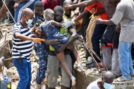 Scene-of-building-collapse-at-Itafaji-on-Lagos-Island
