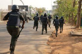policemen chasing thugs