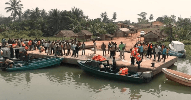 Semi-naked ladies pursue 25 policemen, many others away from construction site in Edo