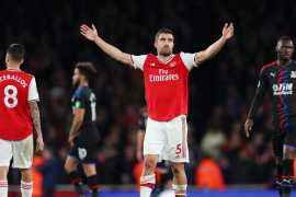 Arsenal struggle as Palace forces draw