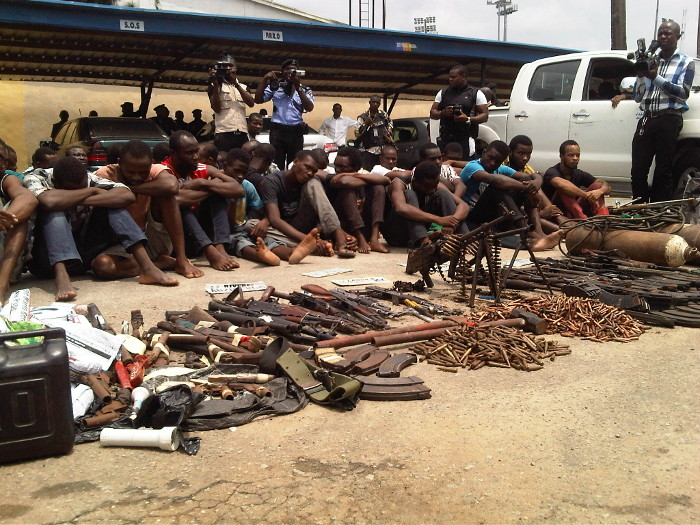 Police-parade-kidnapping-gang-and-suspected-armed-robbers