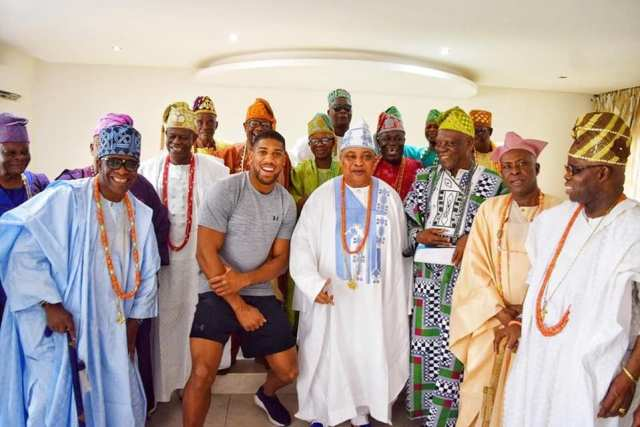 Joshua and the Akarigbo and other chiefs in Sagamu