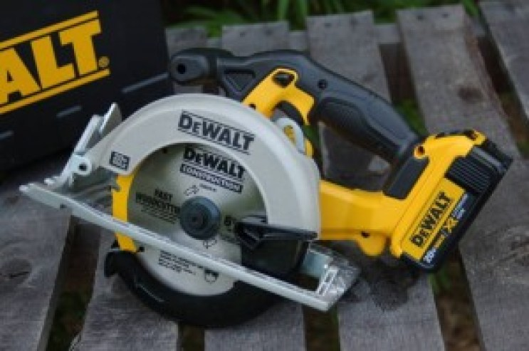 Best Cordless Circular Saw Review 2019