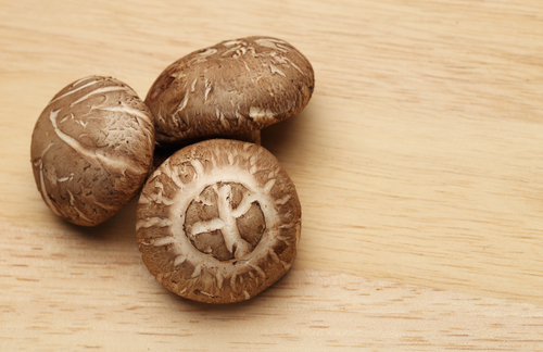 Shiitake mushrooms: Settaphan Rummanee/Shutterstock.com
