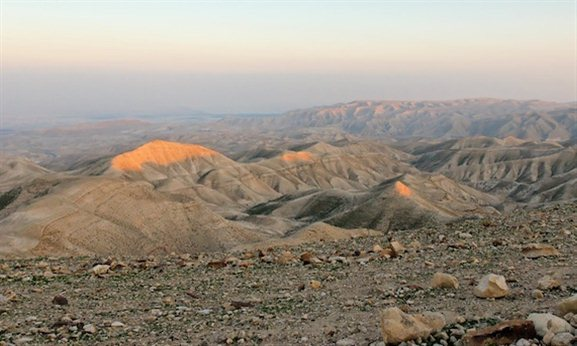 Why did David lift his eyes to the hills? A new perspective on an