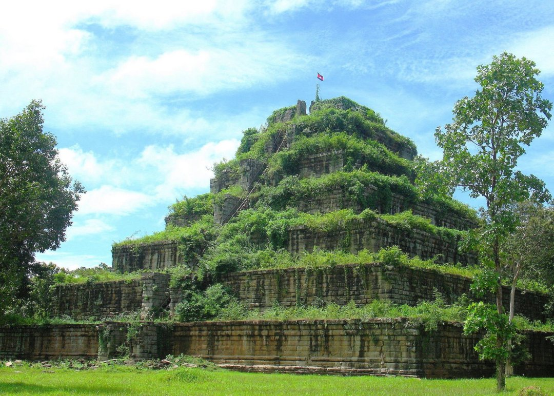 Koh Ker: the pyramid