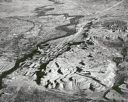Aerial view of Susa (looking north) and taken October 23, 1935. The Saimarrah River is to the left of the mound and flows beside the 'tomb of Daniel' (with a pointed roof)