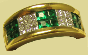 18k Yellow Gold ring with Emeralds and Diamonds