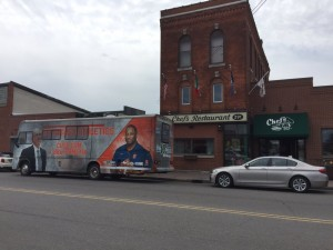 Arrived at @ChefsBuffalo! Lunch with @CoachBabersCuse at noon. Stop by for some food & football. #NoHuddleTour16 (Credit: @CuseFootball)