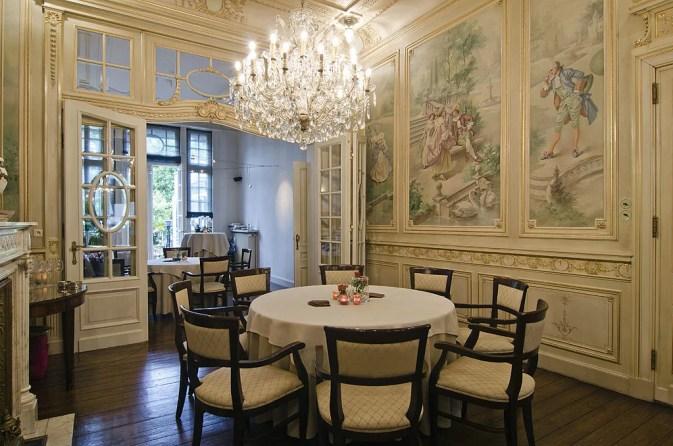 Classic_Restaurant_Interior_59