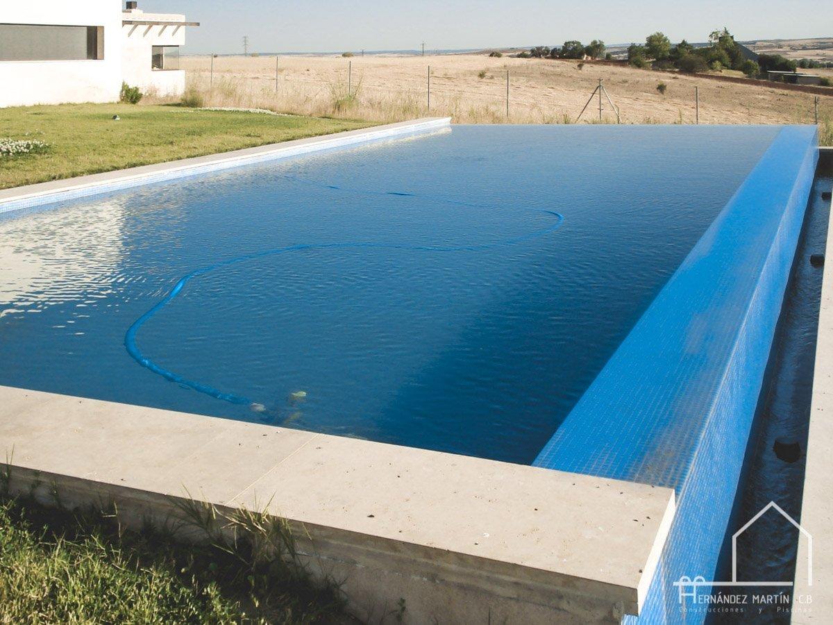 hernandezmartincb-experiencia-construccion-piscinas-moderna rectangular-zamora-8