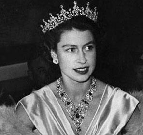 Elisabeth II en 1952, au moment de son couronnement (DR)